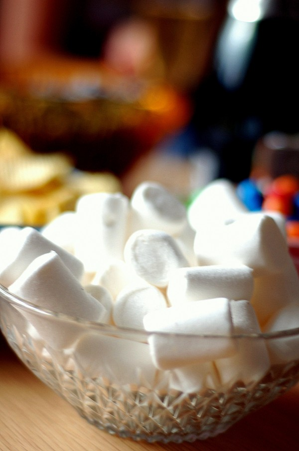 marshmallows 600x904 Baka med marshmallows