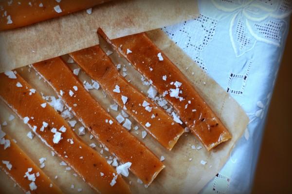 Salt smörkola – Söta saker. Recept på underbar smörkola med flingsalt.