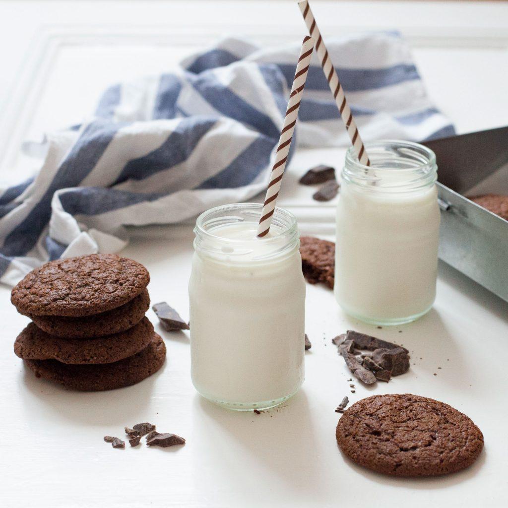 food-stories-milk-and-cookies_1