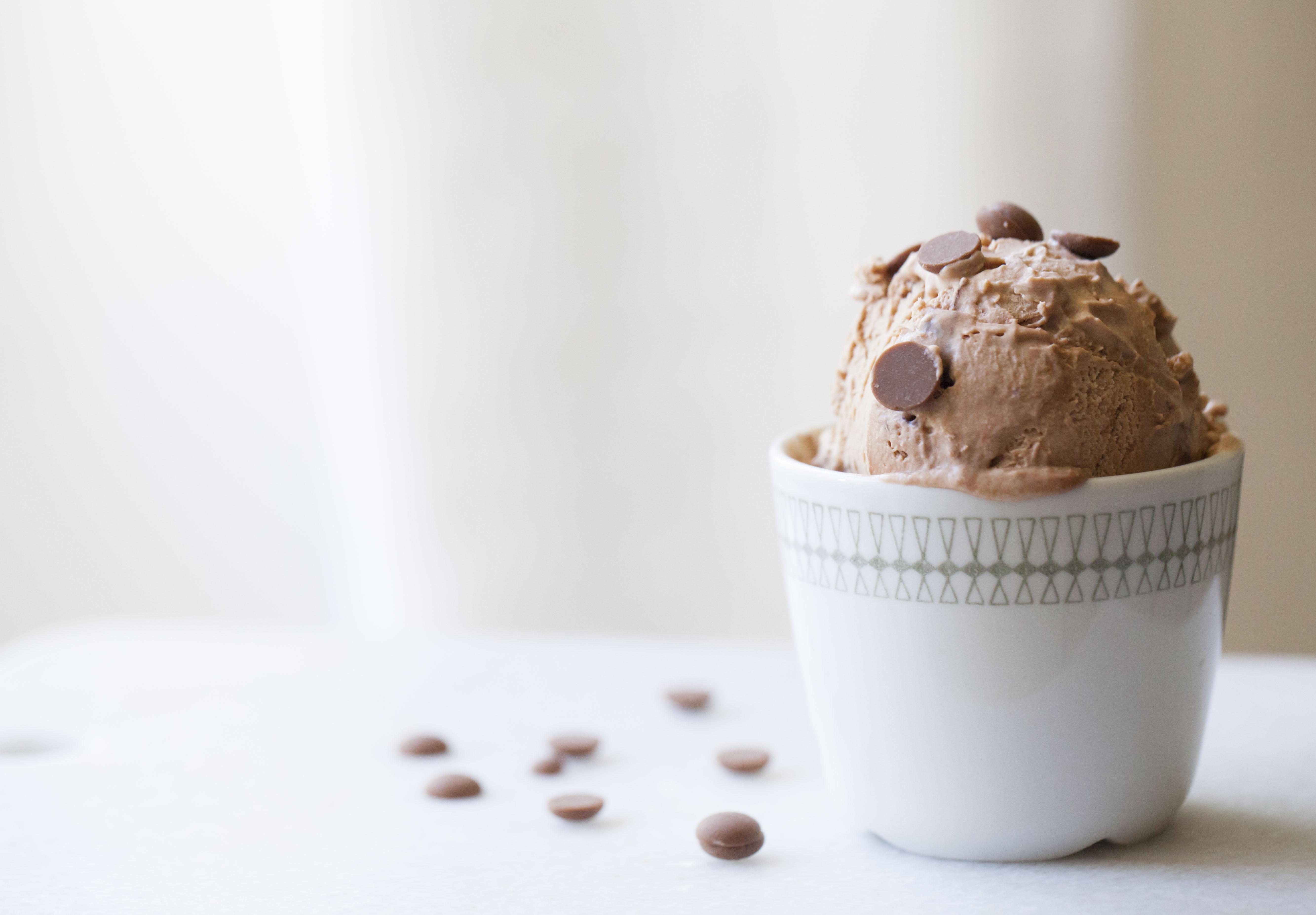 recept på enkel chokladglass med två ingredienser