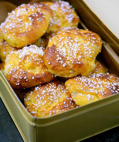 Saffransbullar med cream cheese och sirap
